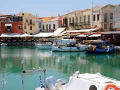 08_Rethymno-Boats-and-restaurants-in-the-old-Venetian-port-of-Rethymno-on-Crete-island-in-Greece