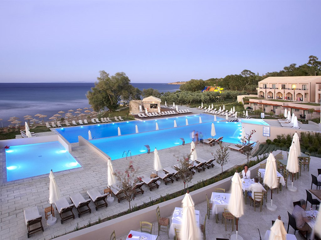 Eleon Grand Resort & SPA: Pool