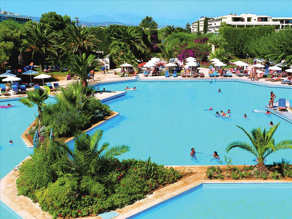 Aquila Rithymna Beach Hotel: Main pool with sea water