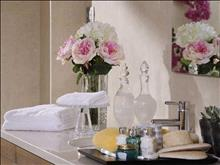 Knossos Beach Suites: Bathroom Amenities