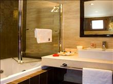 Olympion Sunset Hotel: Suite Bathroom