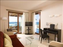 Ikaros Beach Resort & Spa: Suite Living Room