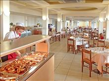 Messonghi Beach Resort: restaurants