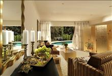 OUT OF THE BLUE, Capsis Elite Resort, Exclusive Collection : bedroom maisonette with private pool