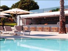 The Bay Hotel & Suites: Pool Bar