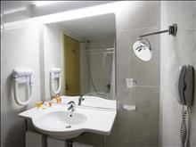 Achaia Beach Hotel : Bathroom