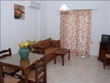 Amoudi Hotel Apartments: Apartment 2 Broom