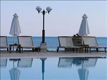 Mediterranean Beach Resort: Pool