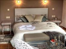 Paroraia Boutique Rooms