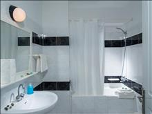 Hersonissos Central Hotel: Triple Room Bathroom